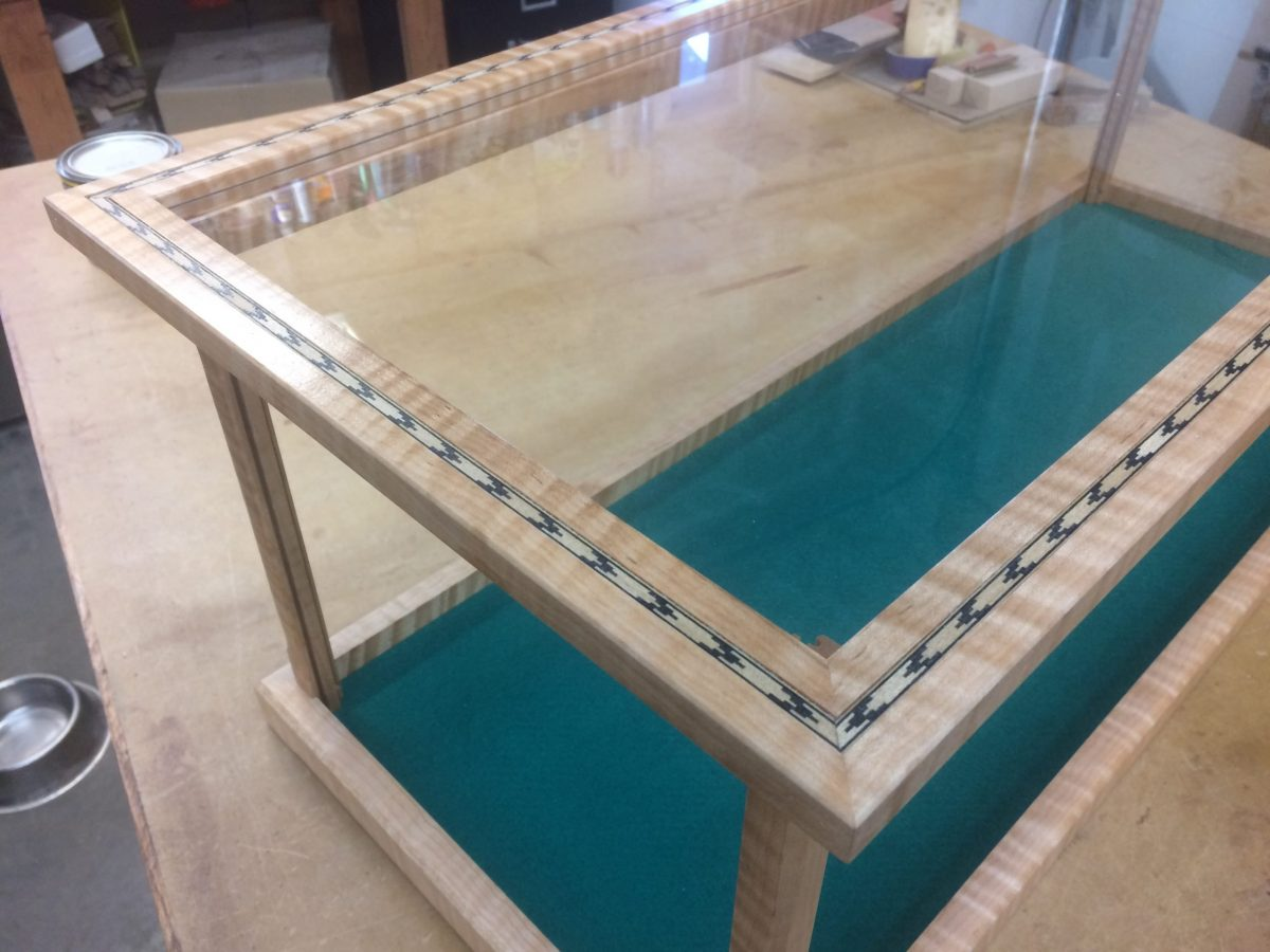 Wood&Glass Display Case with Top Door and Inlay – Curly Maple